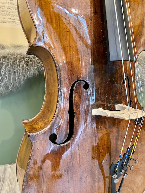 oude kleine hele cello